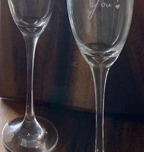 זוג כוסות שמפנייה i love you